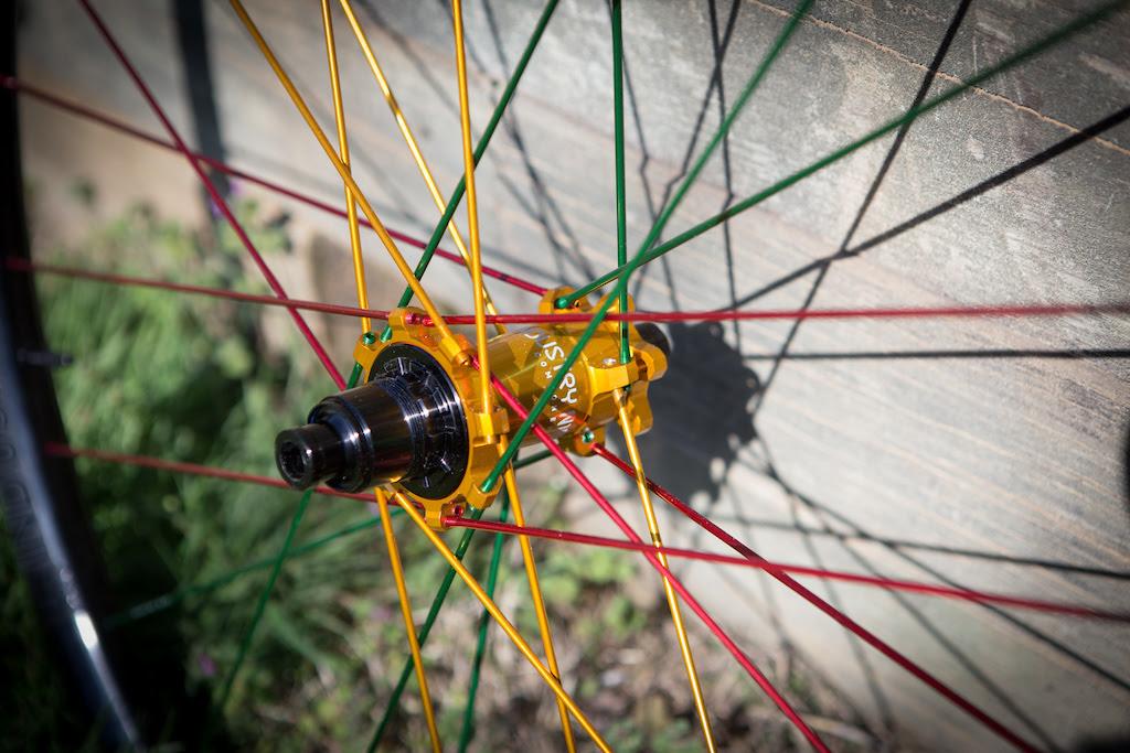 ruedas Industry Nine personalizadas
